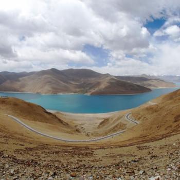 Aussicht auf den Yamdrok-Tso vom Pass Kampa-La