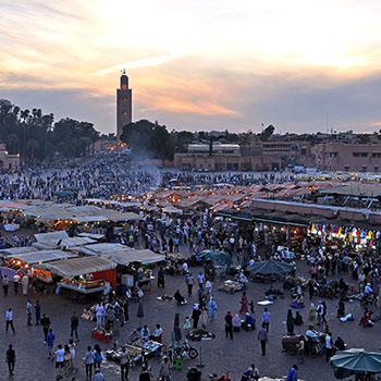 Platz Djemaa El Fna bei Nacht in Marrakesch