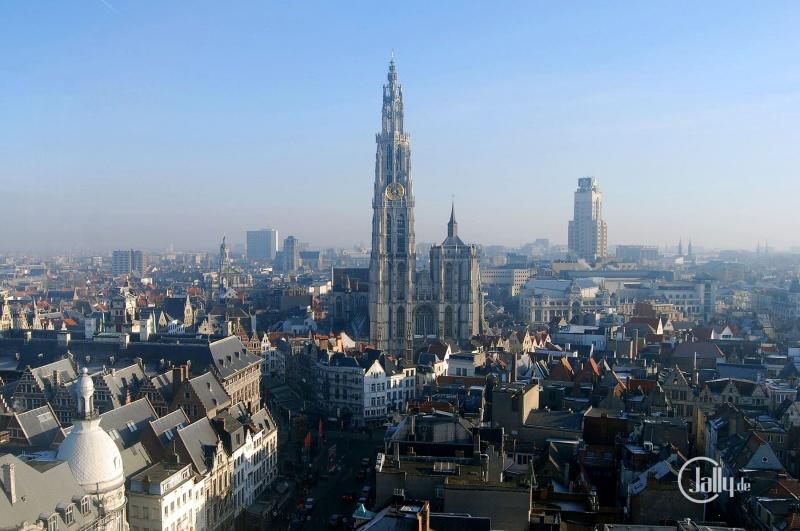 Luftaufnahme Skyline der Stadt Antwerpen in Belgien