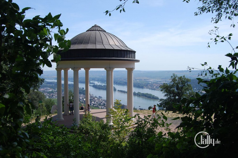 Pavillion am Niederwalddenkmal mit Aussicht auf Rüdesheim im Rheingau