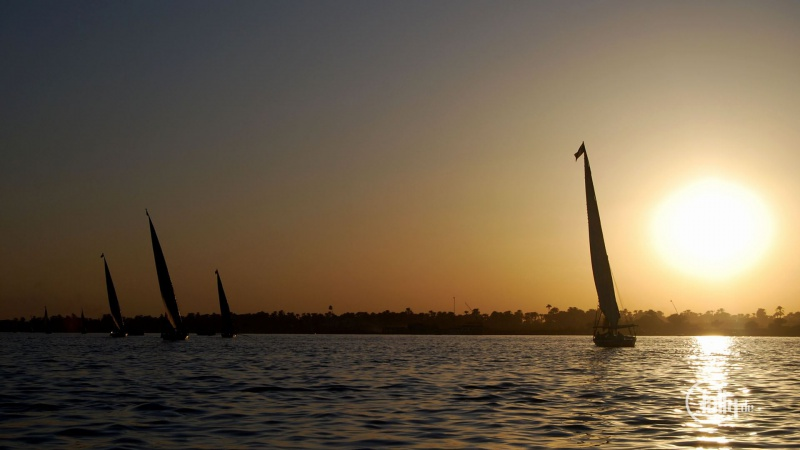Sonnenuntergang mit Booten am Nil Ägypten