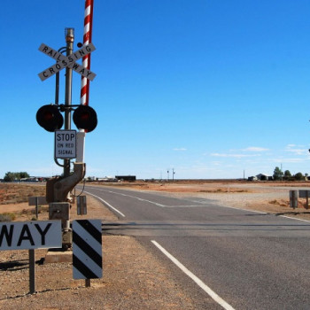 Railway Crossing bei Woomera Military Base Australien